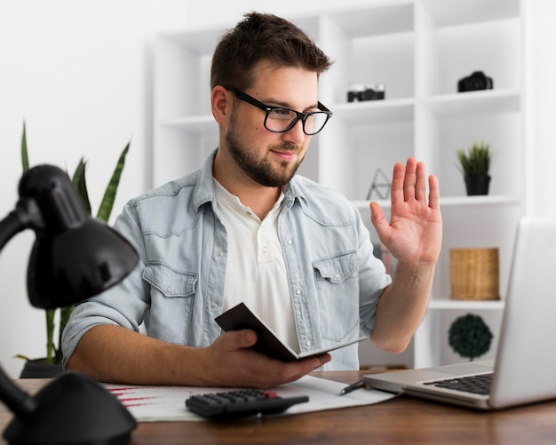 Portrait de vidéoconférence freelance