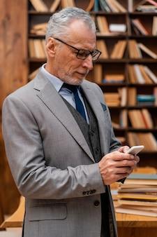 Portrait de vieil homme élégant