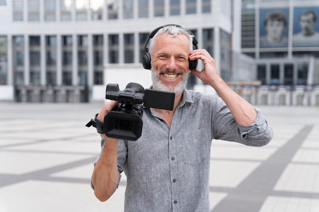 Portrait de vue de face du caméraman