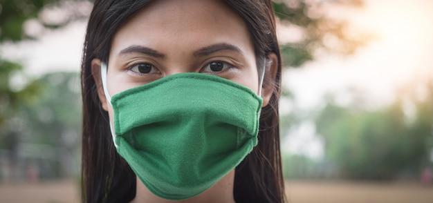 Portraits de femmes thaïlandaises portant un masque pour prévenir l'infection par le virus covid.