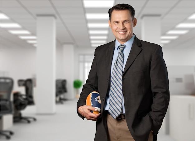 Portraits isolés-athlète de football, entraîneur en costume