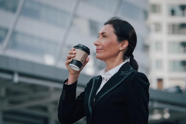 Portriat femme d'affaires senior