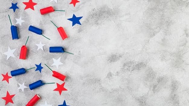 Pose à plat des accessoires de la fête de l'indépendance américaine