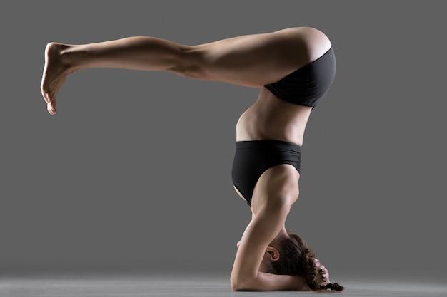 Pose de yoga salamba sirsasana