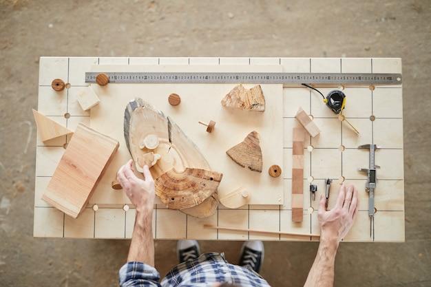 Poste de travail des charpentiers au-dessus de la vue