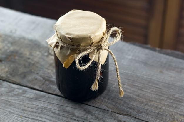 Pot à confiture vintage en bois