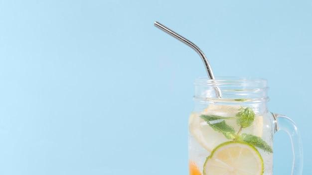Pot à copie avec boisson au citron vert