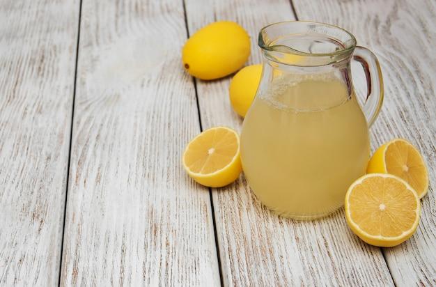 Pot de jus de citron