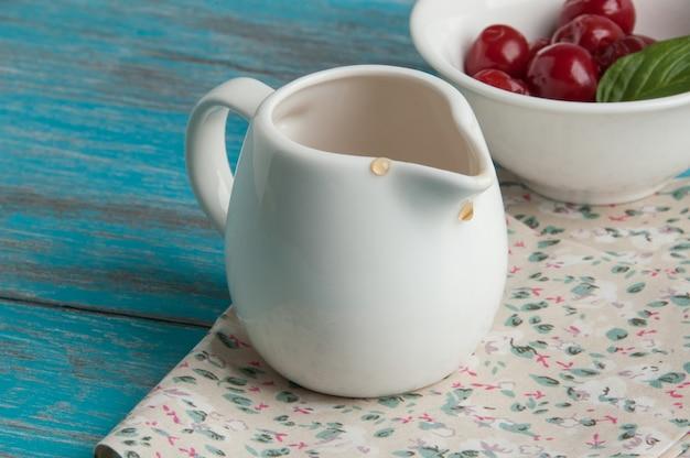 Pot à lait blanc