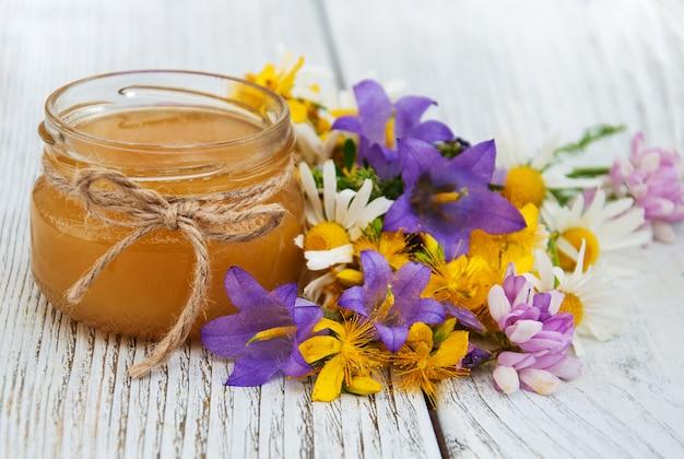 Pot de miel aux fleurs sauvages