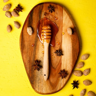 Pot de miel aux noix et épices