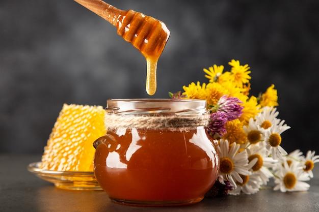 Pot de miel et louche