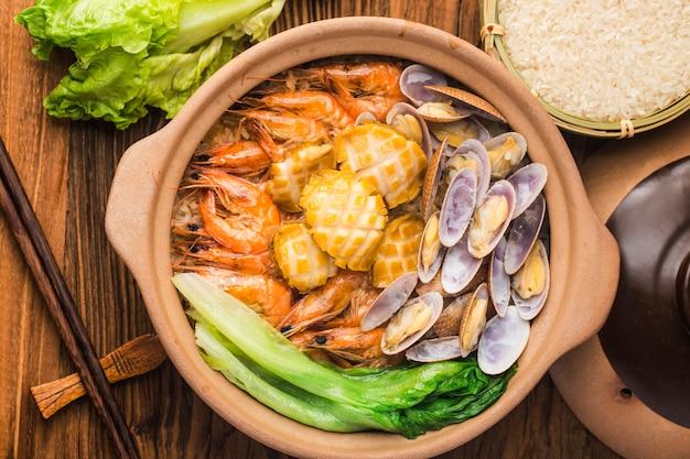 Pot de riz aux fruits de mer à la cantonaise