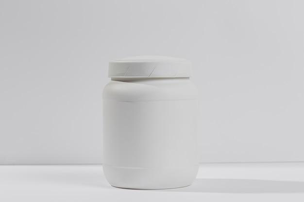 Pot avec des suppléments de gym