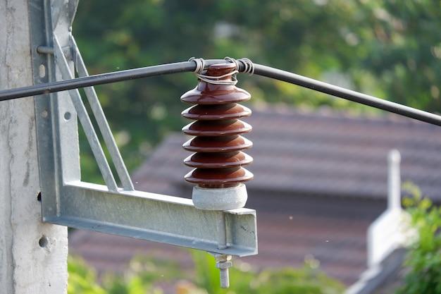 Poteau électrique haute tension