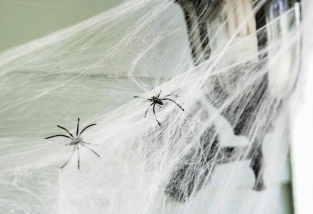 Poteau lumineux avec toile d'araignée pour halloween
