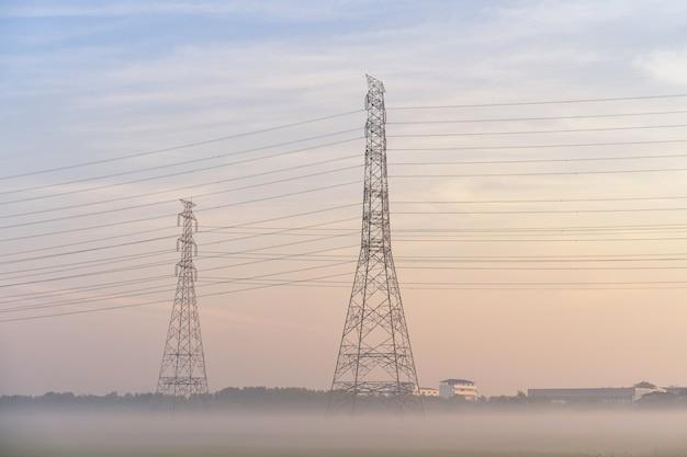 Poteaux électriques haute tension