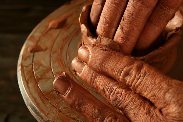 Poterie artisanat argile poterie mains travail
