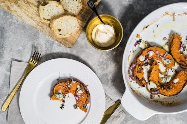 Potiron cuit au four avec gorgonzola.