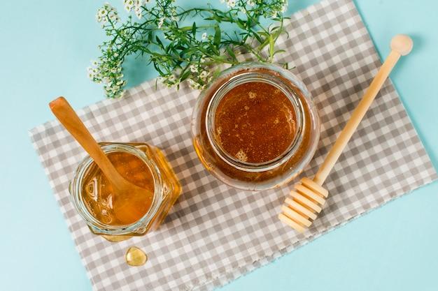Pots de miel vue de dessus