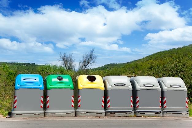 Poubelles sélectives écologiques par couleurs
