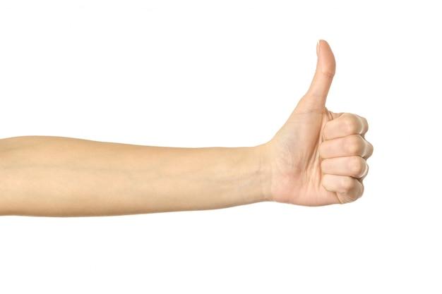 Pouce en l'air. main de femme gesticulant isolé sur blanc