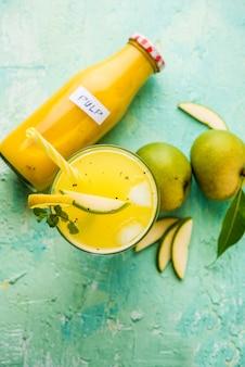 Poudre d'amla avec avla cru, c'est une médecine alternative ayurvédique