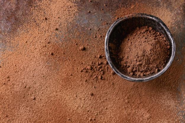 Poudre de cacao en arrière-plan