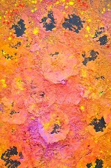 Poudre colorée sèche sur la table