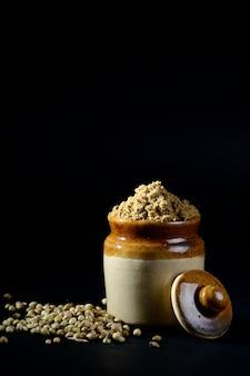 Poudre de coriandre et graines de coriandre
