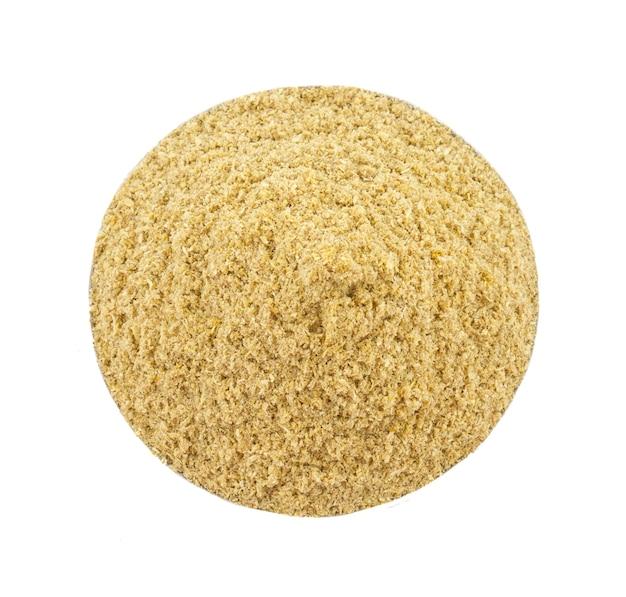 Poudre de coriandre ou poudre de dhaniya sur fond blanc