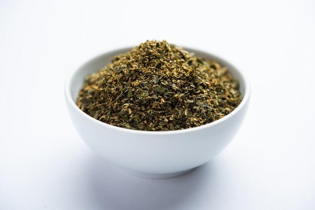 Poudre De Feuilles De Curry Ou Karivepaku Ou Karuveppilai Podi Photo Premium