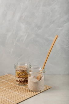 Poudre multigrain torréfiée pour préparer une boisson latte misutgaru traditionnelle
