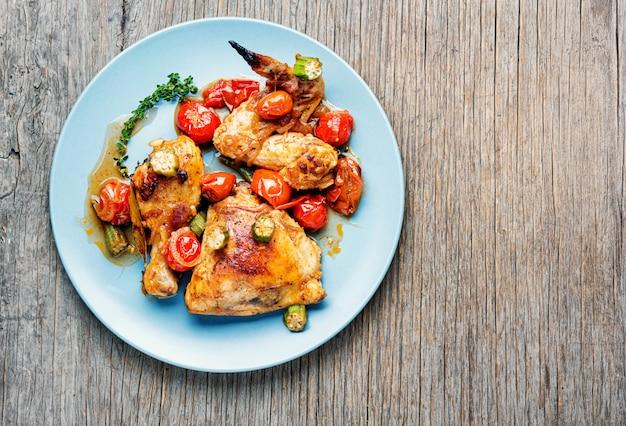 Poulet au four avec des légumes