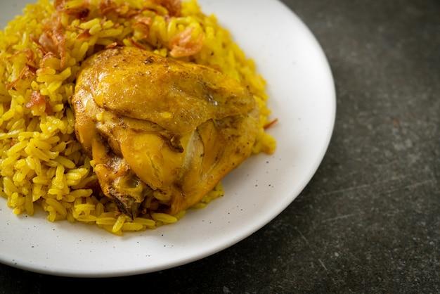 Poulet biryani ou riz au curry et poulet