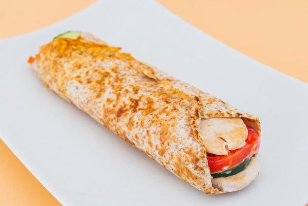 Poulet burrito à la tomate et au concombre