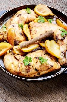 Poulet cuit à la poire