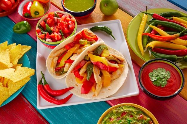 Poulet fajitas tacos nourriture mexicaine guacamole chili