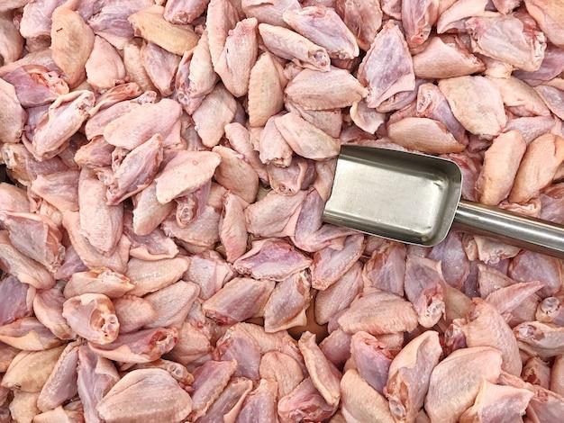 Poulet frais aile du milieu.