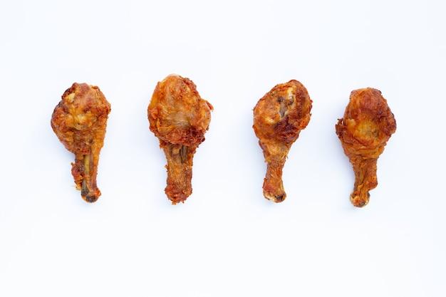 Poulet frit sur blanc