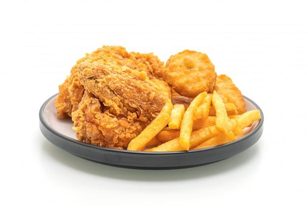 Poulet frit avec frites et pépites (malbouffe et aliments malsains)