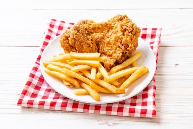 Poulet frit avec frites et repas de nuggets