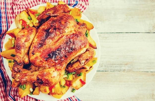 Poulet frit. jour de thanksgiving. mise au point sélective viande alimentaire