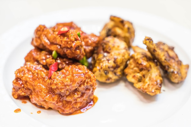 Poulet frit avec sauce épicée