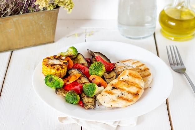 Poulet grillé aux légumes grillés