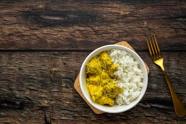Poulet maison au curry et riz basmati