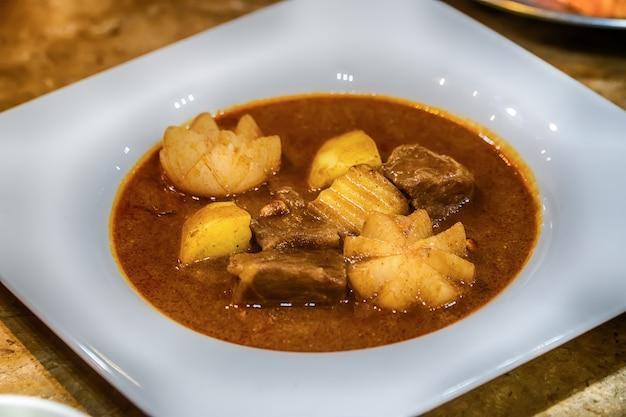 Poulet massaman au curry