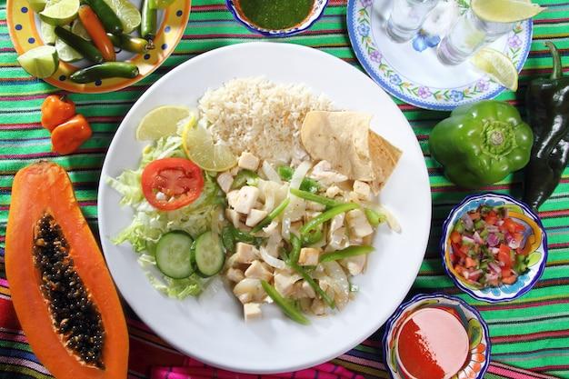 Poulet mojo de ajo sauce à l'ail sauces au chili mexicain