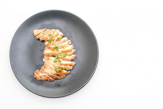 Poulet rôti sur assiette