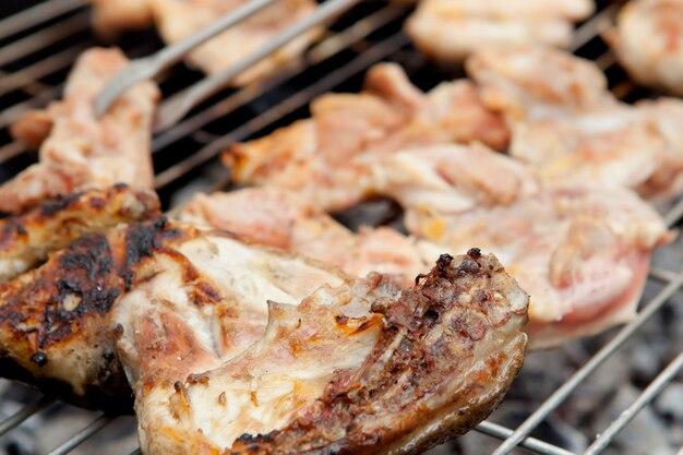 Poulet et saucisses au barbecue